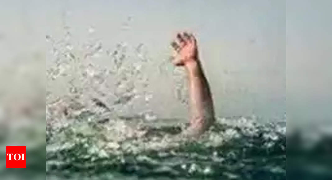 Police constable rescues Chhath devotee from drowning in Jharkhand | Ranchi News